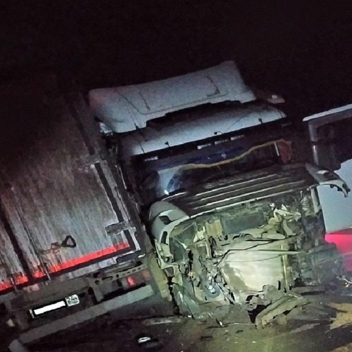 Водитель грузовика погиб в лобовом столкновении в Братском районе