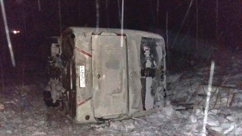Ространснадзор проверит перевозчика, чей автобус столкнулся сфурой вБратском районе