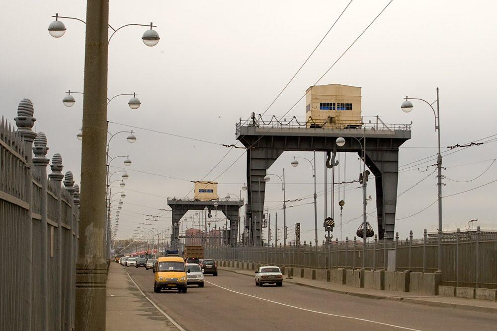 Плотину ГЭС вИркутске освободят отрекламных конструкций