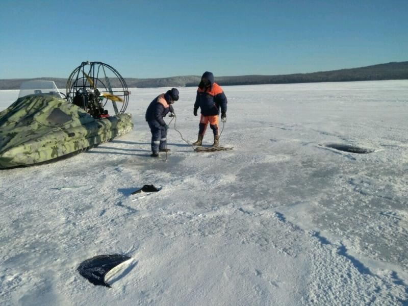 Cотрудники экстренных служб обнаружили обломки пропавшего вИркутской области вертолета