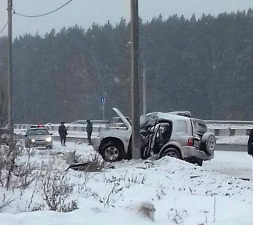 Под Иркутском шофёр Сузуки Escudo врезался встолб, погибла 14-летняя девочка