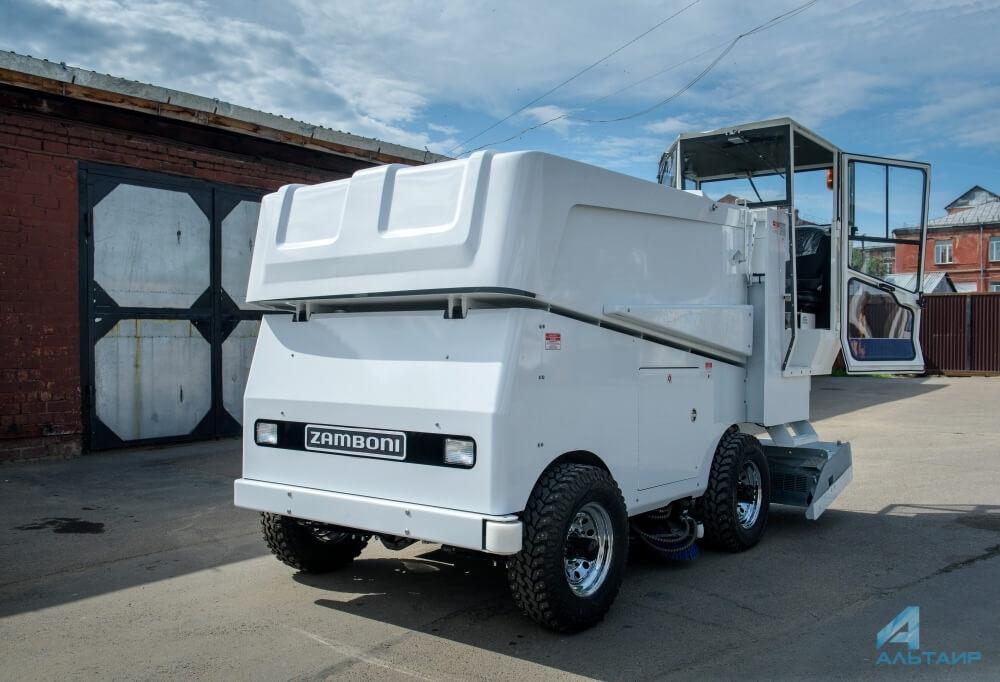 Первая современная ледозаливочная машина возникла уиркутского стадиона «Труд»