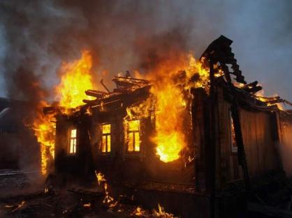ВИркутской области три человека погибли вовремя пожара вжилом доме
