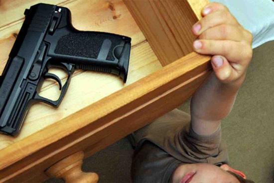 ВАнгарске 3-летний парень случайно ранил себя изтравмата искончался