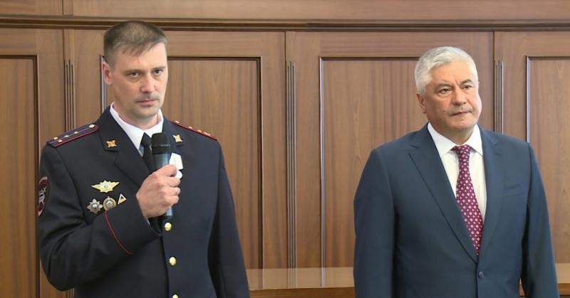 Руководитель МВД Российской Федерации наградил полицейского изКиренска заспасение человека