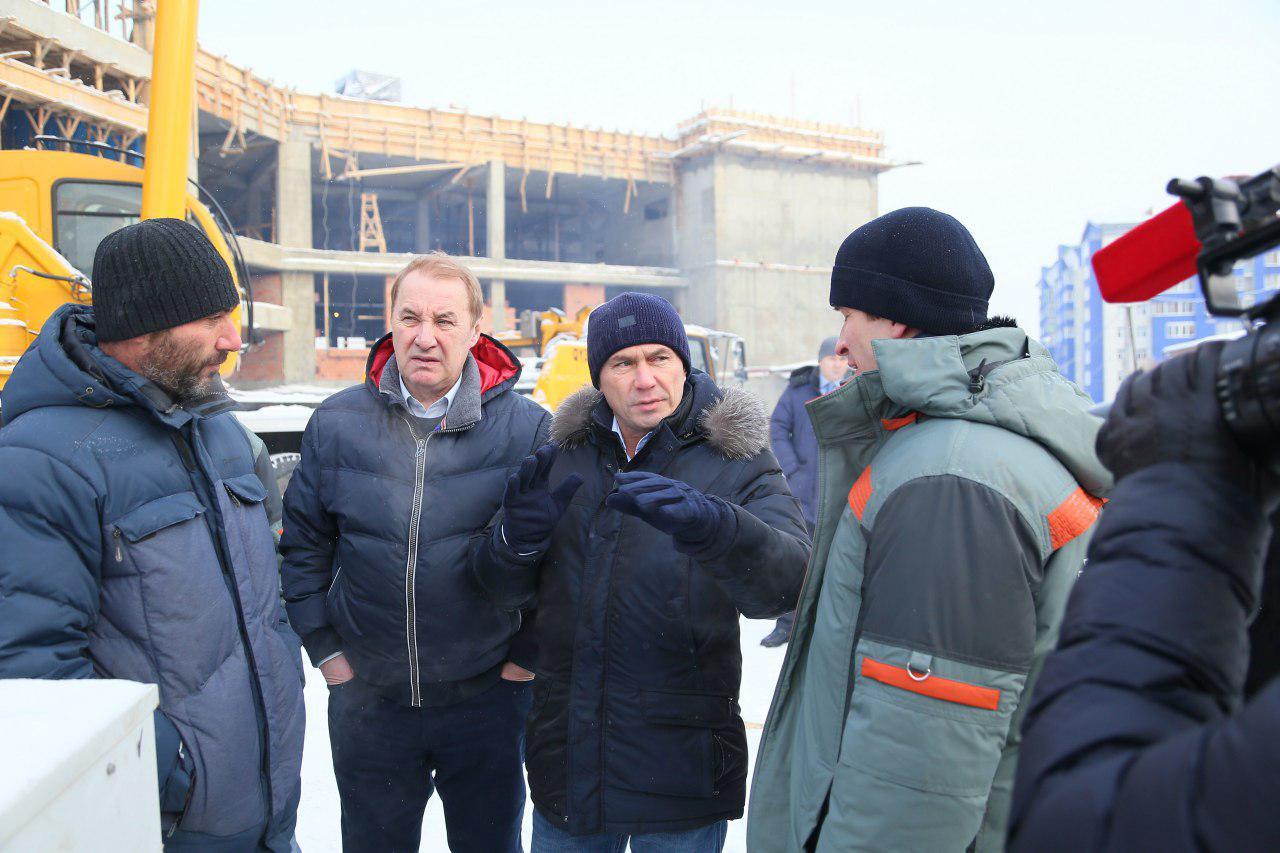 Встроящейся иркутской школе №19 забетонировали чашу бассейна