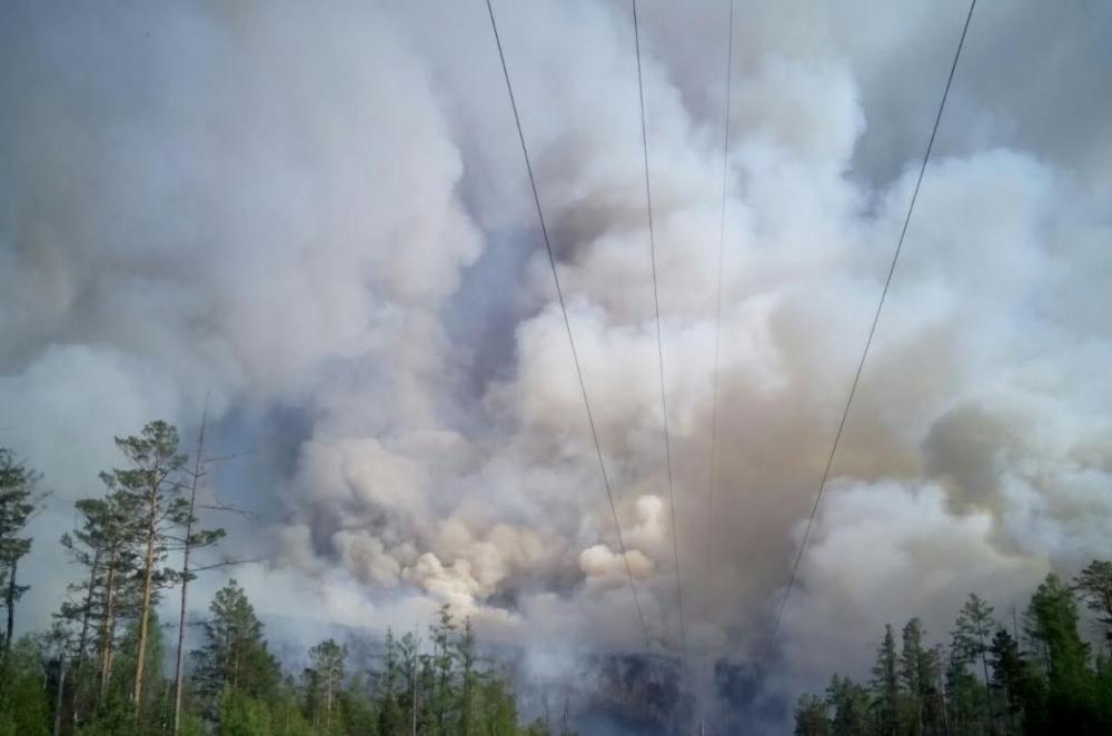 Втушении крупного пожара вКатангском районе задействованы 142 человека