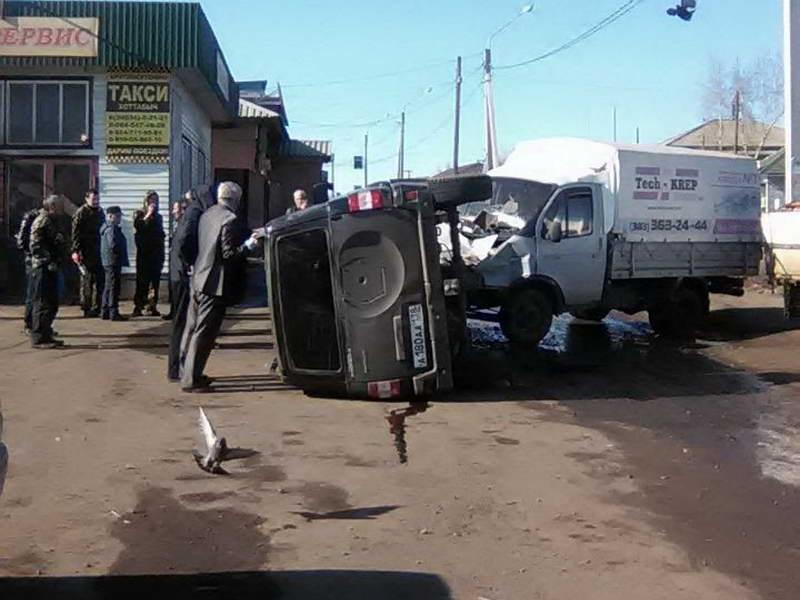 ВКуйтуне автомобиль администрации врезался вприпаркованную «Газель»