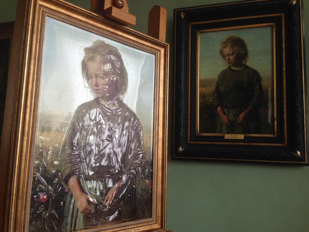 Первая тактильная картина появилась вхудожественном музее Иркутска
